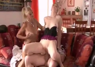Dad, mom and daughter have a filthy threesome