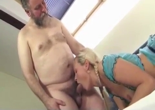 Sexy granddaughter gives her grandpa a nice rimjob