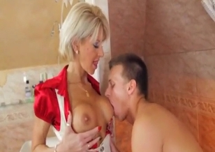 Mom with nice oral skills sucks her lucky son